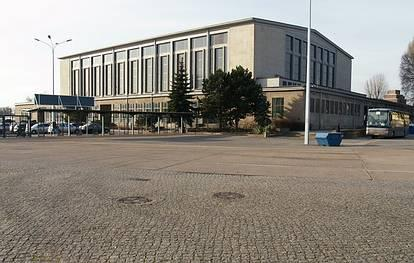 Weißenseer Weg 51-55  -  Sportforum Hohenschönhausen - (C) Peter Hahn fotoblues