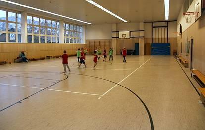 Josef-Orlopp-Str. 20  -  Grundschule im Gutspark - (C) Peter Hahn fotoblues