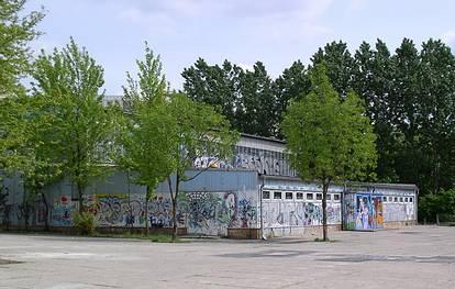 Teterower Ring 79  -  Grundschule an der Wuhle - (C) Peter Hahn fotoblues