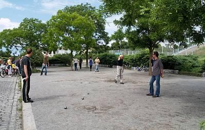 Bouleplatz an der Max-Schmeling-Halle - (C) Peter Hahn fotoblues