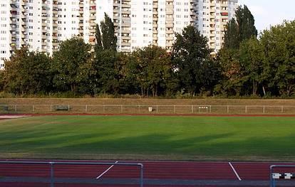 Finsterwalder Str. 58-62  -  Stadion Finsterwalder Straße - (C) Peter Hahn fotoblues