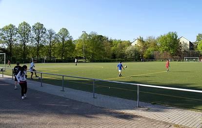 Uranusweg 34  -  Sportanlage Scharnweberstr. - (C) Peter Hahn fotoblues