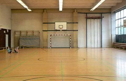 Rudolf-Seiffert-Str. 37  -  Sporthalle Rudolf-Seiffert-Str. - (C) Peter Hahn fotoblues